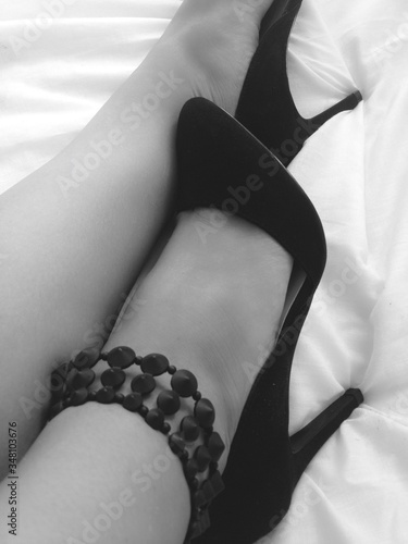 Photo Woman Legs In High Heel Shoes And Anklet