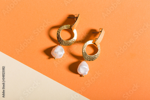 Fényképezés Top view of fashion jewelry and accessories on bright color background