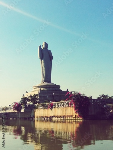 Buddha Statue Of Hyderabad By Lake Against Clear Sky In City Fototapete