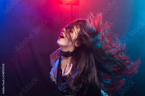 Fotografering Portrait of a woman in oriental costume performing belly dance