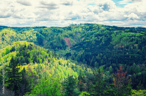 Photo Slavkov Forest aerial panoramic view with hills and green trees near Carlsbad to