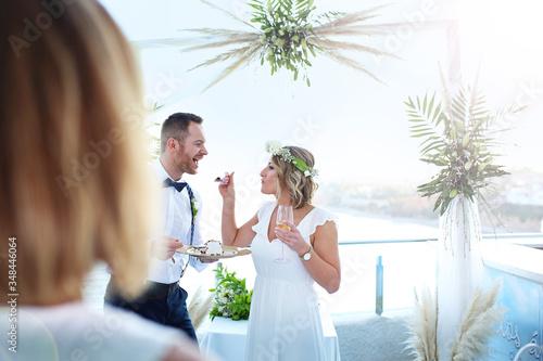 Fototapeta Wedding on the beach. A couple during a beach wedding ceremony. obraz