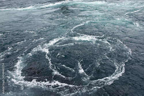 Fotografia Saltstraumen Maelstrom - which is said to be the world's strongest tidal currents with whirlpools or Vortices , Bodo, Nordland county, Norway