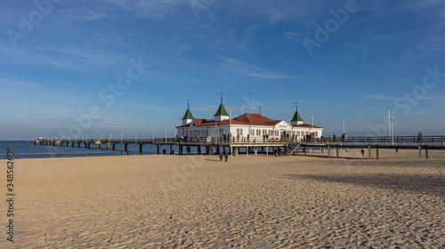Obraz Seebrücke Ahlbeck auf der Insel Usedom - fototapety do salonu