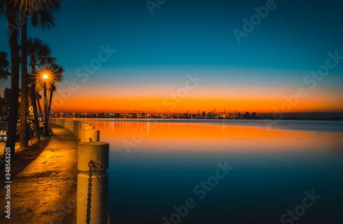 Photo dawn water sea bay miami florida brickell sky clouds lighting beautiful impressi