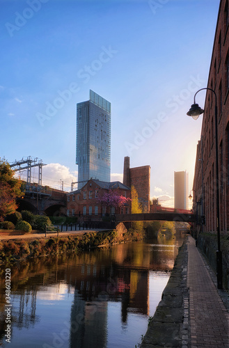 Foto historical Castlefield quartier deansgate in greater manchester city, view on ca