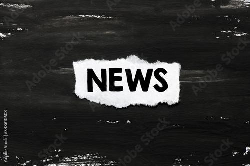 Fényképezés The word news written on a white sheet and black background