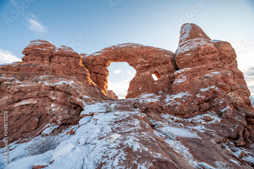 Fotografija Turret Arch at Arches National Park in snow when sun is rising.