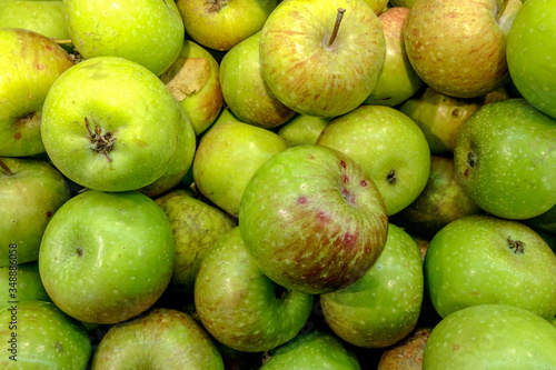 Tableau sur Toile Full Frame Shot Of Fresh Granny Smith Apples At Market Stall