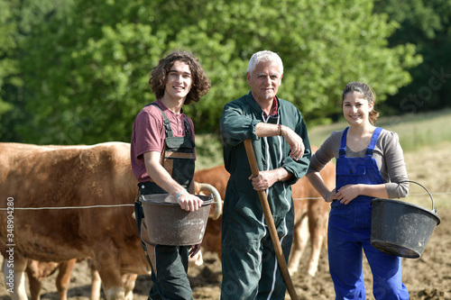 Young people spending green vacation at the farm Fototapet