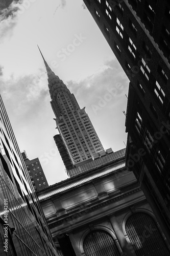 Foto Low Angle View Of Empire State Building Against Sky