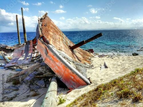 Obraz na plátně Wrecked Boat At Seashore Against Cloudy Sky