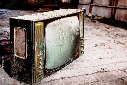 Televisor antiguo abandonado Canvas Print