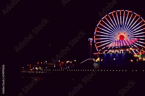 Fototapeta Illuminated Ferris Wheel At Night obraz
