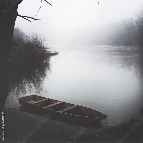 Fotografía Rowboat Moored On Lake
