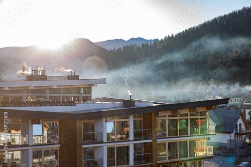 Fototapeta Mglisty Wschód słońca w górach obraz