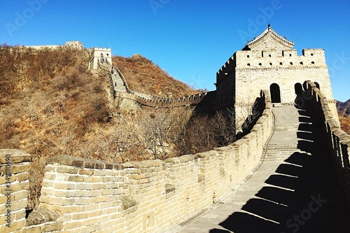 Fotografia Mutianyu Section Of The Great Wall Of China Against Clear Blue Sky