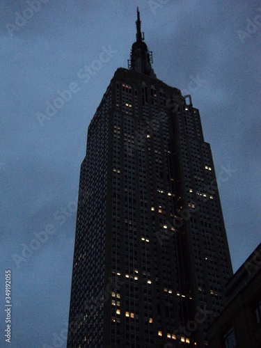 фотография Low Angle View Of Empire State Building At Dusk