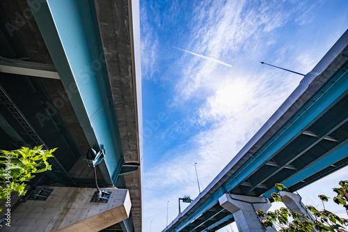 青空と高速道路の高架橋 Slika na platnu