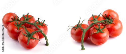 Foto ripe tomatoes on the vine, white insulated background