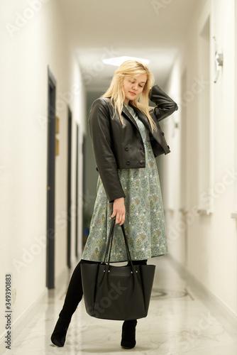 Photo Amazing luxury seductive woman in stylish dress