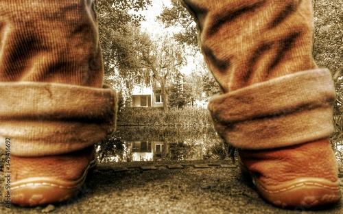 Fotografia Standing On The Riverside