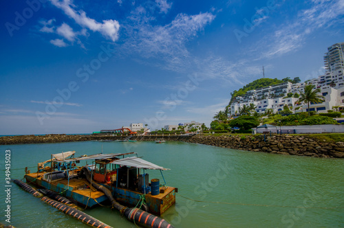 Photo MANABI, ECUADOR - JUNE 4, 2012: Close up of a water pumping machine in a stagnan