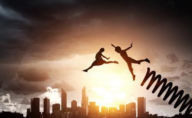 Djeca koja skaču na nebu
