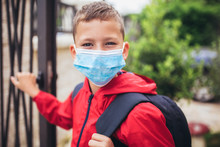 Child Wear Facemask During Cor...