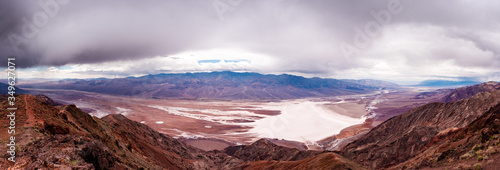 Photo Panoramic view of Bad water bassin in Death Valley national park