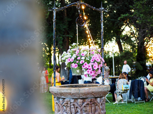 Fototapety, obrazy: Pozo decorativo en la finca de una boda