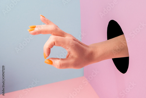 Fotomural Close-up on woman's hand showing an alright sign