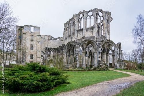 Ruine de l'Abbaye d'Ourscamp dans l'Oise Canvas Print