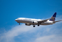 United 737 Landing At LAX With A Beautiful Sky And Sunny Day