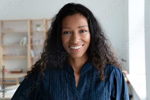 Valokuva Close up headshot portrait picture of smiling african american businesswoman