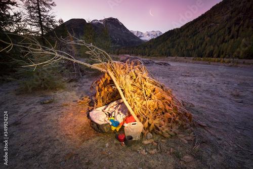 Cuadros en Lienzo Alpine hut bivouac