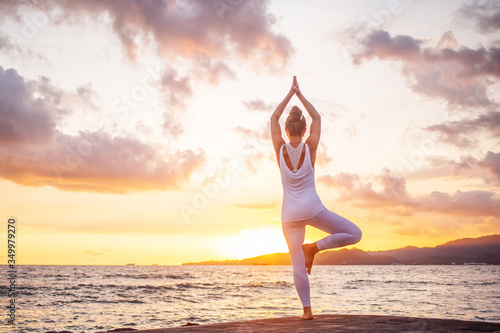 Woman practices yoga at seashore Canvas-taulu