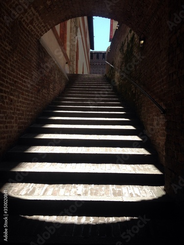 Low Angle View Of Steps Seen Through Archway Fototapet