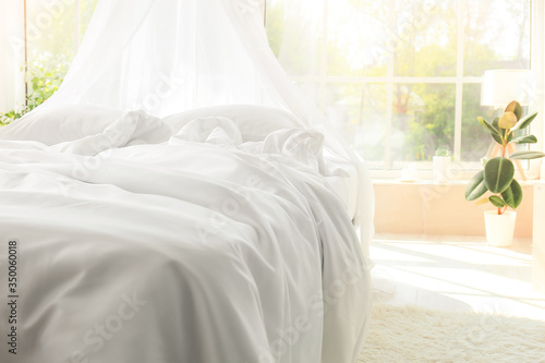 Fototapeta Big comfortable bed with clean linen in room obraz