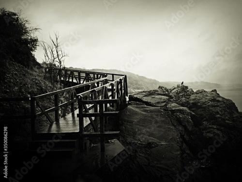 Photo Footbridge On Rocks Against Sky