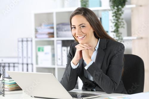 Fotografija Happy executive posing looking at camera at office