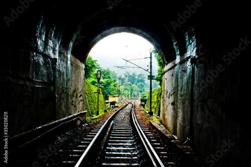 Fotografia Railroad Tracks In Tunnel