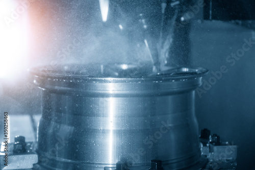 Cuadros en Lienzo The magnesium alloy wheel parts in the production line