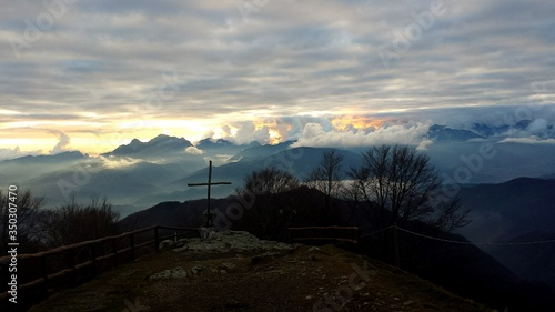 Photo Scenic View Of Apennines Against Cloudy Sky During Sunset