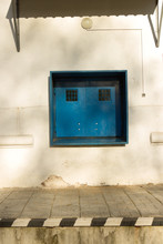 Closed Square Double-window Wi...