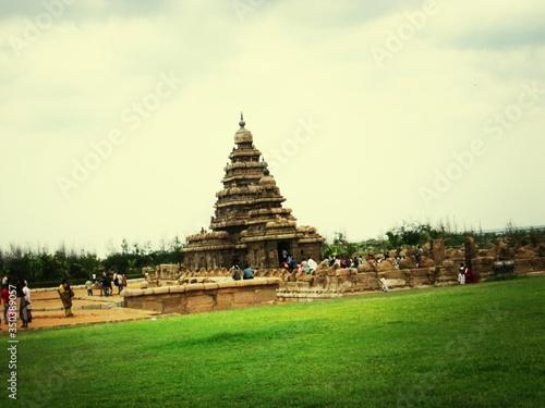 Fotografie, Obraz People Visiting The Shore Temple At Mahabalipuram