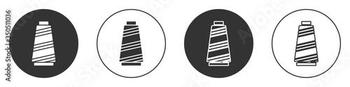 Canvastavla Black Sewing thread on spool icon isolated on white background