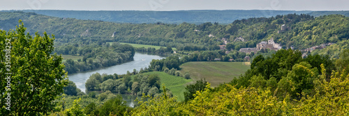 Obraz Panorama of a loop of the river Seine and the castle of La Roche Guyon in Vexin regional national park, Val d'Oise, Ile de France near Paris - fototapety do salonu