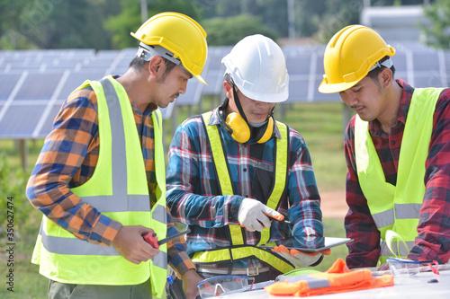 Slika na platnu Group of engineers meeting on building roof solar