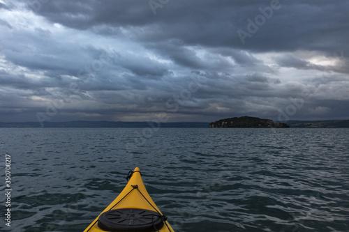 Obraz na plátně escursione in kayak sul lago di Bolsena